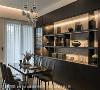 品味时刻 无论是餐厅悬挂半空中的金属球吊灯,或柜架陈列的装置艺术,几乎每一件都出自客制化订制。