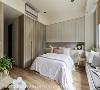 通透明亮 主卧房采光通透明亮,搭配简单的木系家俱,轻松展现出乡村风强调的温馨氛围,营造舒服无压的眠寝空间。