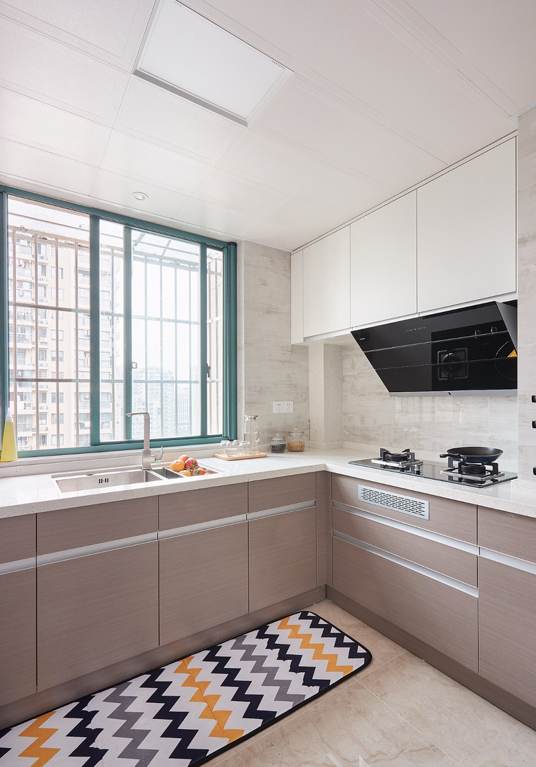厨房图片来自家装大管家在135平现代美式3居 低调又有内涵的分享