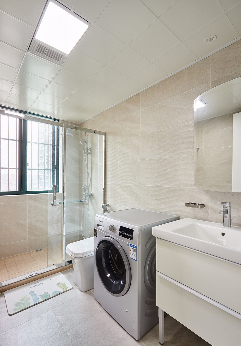 卫生间图片来自家装大管家在135平现代美式3居 低调又有内涵的分享