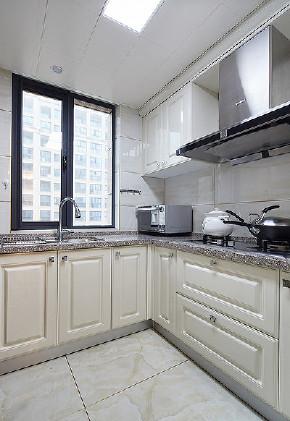 厨房图片来自家装大管家在89平新古典时尚居 线条勾勒空间的分享