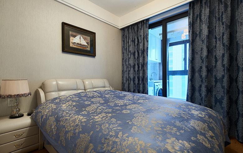 卧室图片来自家装大管家在89平新古典时尚居 线条勾勒空间的分享
