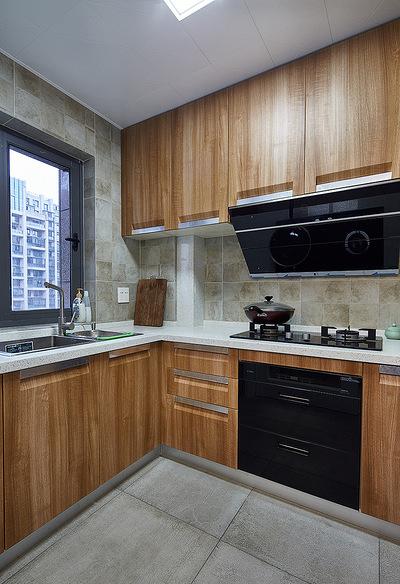 厨房图片来自家装大管家在123平简洁现代3居 实用精致生活的分享