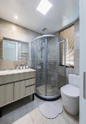卫生间图片来自家装大管家在145平现代舒适3居 低调奢华世界的分享