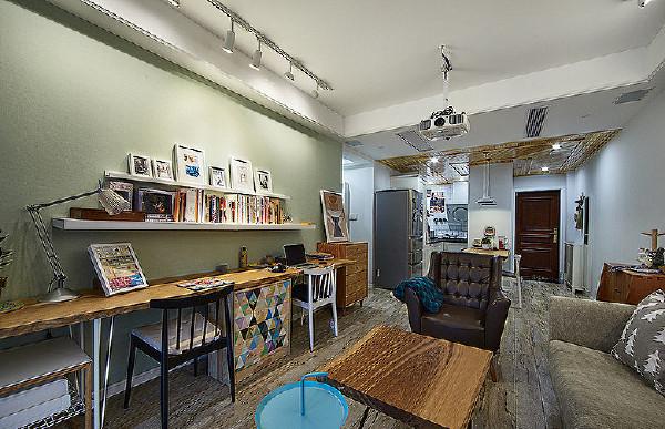 客厅变身工作区