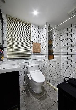 卫生间图片来自家装大管家在89平情调北欧风居 沉稳又不张扬的分享