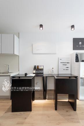 简约 书房图片来自王凤波设计机构在打造时尚商住两宜的综合体的分享