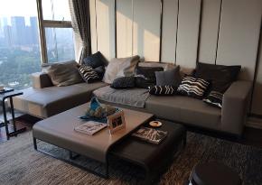 三居 峰光无限 现代 简约 保利 天悦 毛坯 客厅图片来自我是小样在保利天悦118平三室现代风格的分享