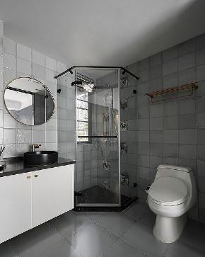 卫生间图片来自家装大管家在110平深色系现代3居 经典黑白灰的分享