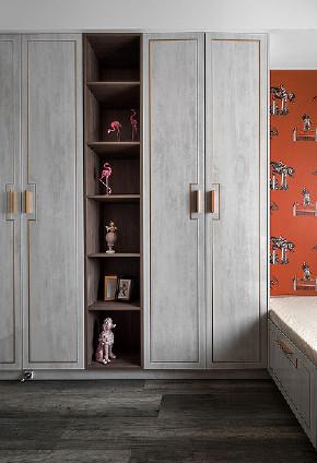 书房图片来自家装大管家在110平深色系现代3居 经典黑白灰的分享