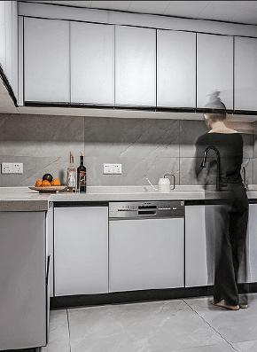 厨房图片来自家装大管家在180平新中式雅致居 让家韵味十足的分享