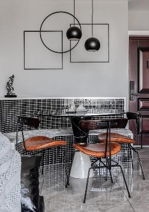 餐厅图片来自家装大管家在89平现代时尚家 黑白灰也是美的分享