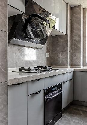 厨房图片来自家装大管家在89平现代时尚家 黑白灰也是美的分享