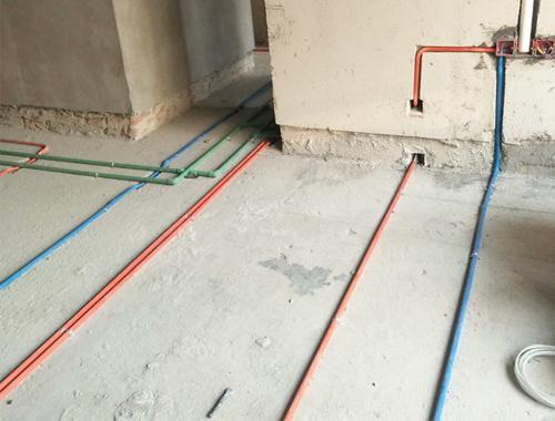 直管每隔80公分需用管卡固定