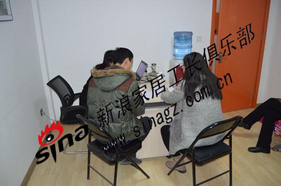 龙海新和居业主潘先生与新疆工长俱乐部李成旗工长签约