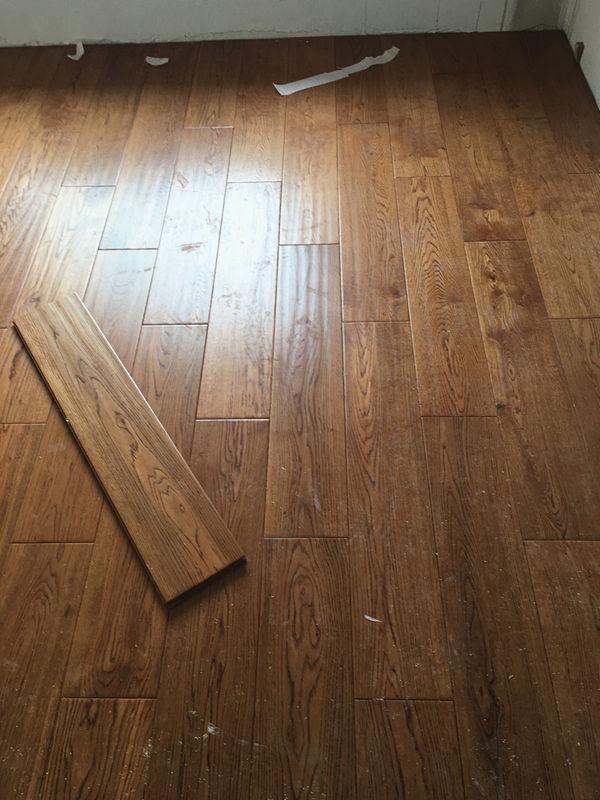 世茂公元工地主材进场之地板安装