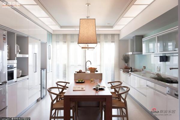 将餐桌与工作台面合而唯一的设计