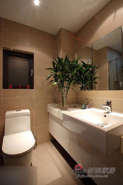 卫生间一角。很喜欢的镜柜。
