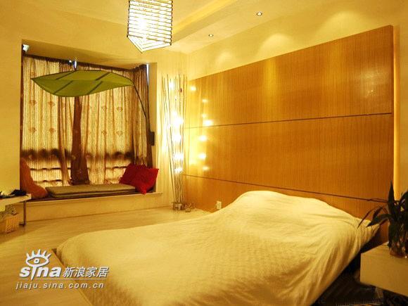简约 三居 卧室图片来自用户2738820801在三室两厅经典装修案例 甜蜜港湾绽放温馨233的分享