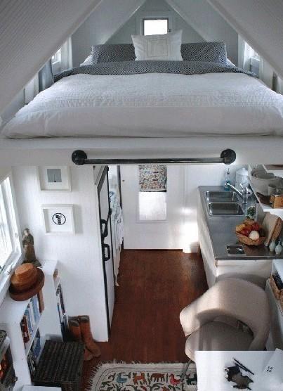超玄妙的小阁楼 床看起来超大