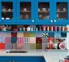 厨房的彩砖让厨房充满活力。