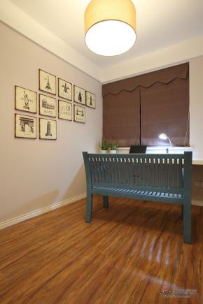 现代 二居 书房 文艺青年图片来自装修微日记在【高清】97平浪漫舒适现代时尚两居室82的分享
