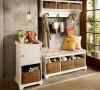 门口/玄关要素:挂包包的地方 (或是放包包的小椅子),温暖吊灯,放鞋的地方,植物。。