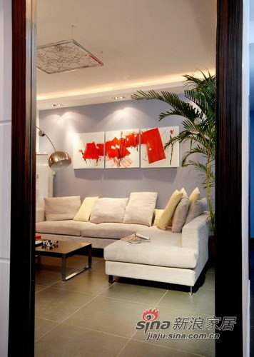 在镜子中看客厅就像一幅被定格了的现代装饰