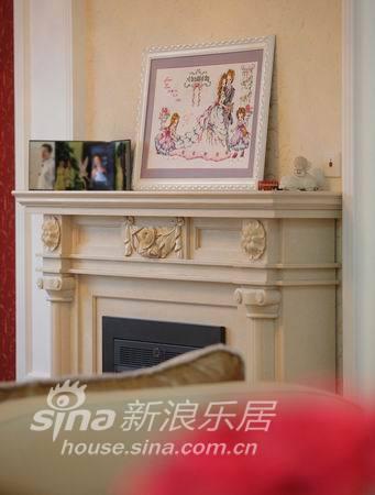 欧式 二居 客厅图片来自用户2746953981在金丰蓝亭15的分享