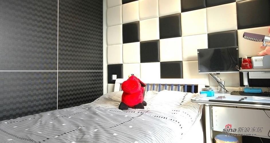 欧式 三居 卧室图片来自用户2746889121在【高清】阔少阔太的103平素雅高贵3居43的分享