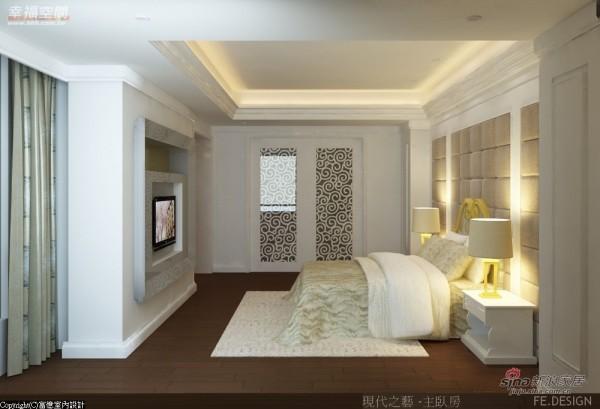 床头裱布,对称语汇延续公共区域的古典氛围