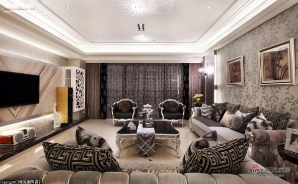 宽阔的客厅区域,成为异材质混搭秀的大舞台