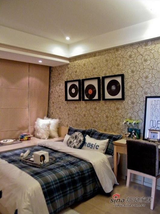 简约 三居 卧室图片来自用户2738820801在工薪族10万装现代时尚3室2厅51的分享