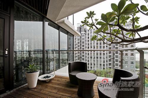 港式 公寓 客厅图片来自幸福空间在大宅气度体验无可比拟的精致享受25的分享