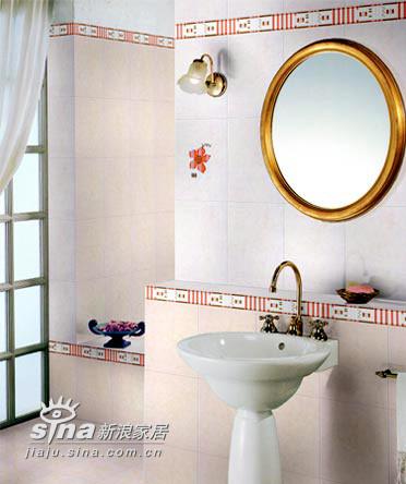 用瓷砖冷、暖色的对比来装饰浴室,绝对是一个好方法。整个色彩环境让置身沐浴的人体会温暖中的一丝舒爽