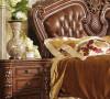 美式馆爱生华舍床头柜,原木色,优雅的雕刻,古典的色泽和质感,天然的实木,使产品复古华丽也不失实用。