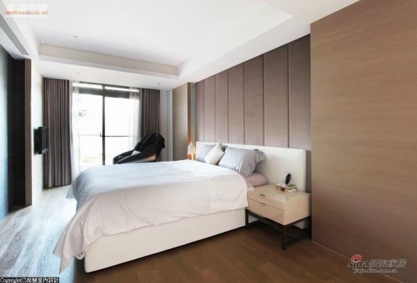 主卧房-绷布处理的床头加以光源暖度
