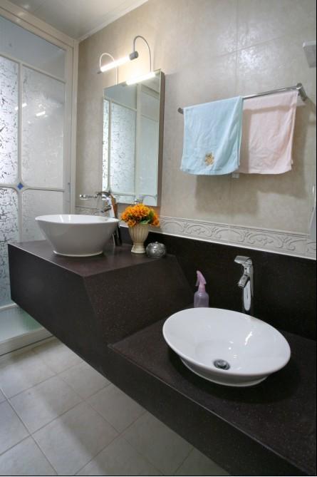 田园 二居 卫生间图片来自用户2737946093在90平米田园2居室实景图装修仅需6万85的分享