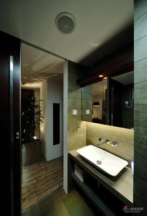 现代 loft 卫生间 高富帅图片来自装修微日记在【高清】83平黑白酷炫时尚现代loft38的分享