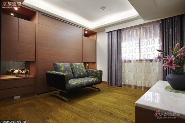 下掀床的设计,让空间使用有更多可能