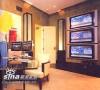 书房:时髦中显现精致。事故男人在此德三条线索,6个展示世界各国首都的玻璃墙柱,价值75万美元的Hans Hofmann绘画、3台索尼等离子电视、分别用英语、日语和西班牙语播音