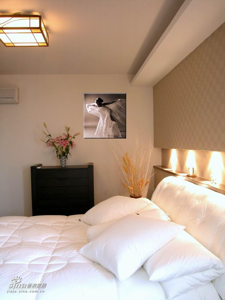 中式 四居 卧室图片来自用户2748509701在现代感的新中式38的分享