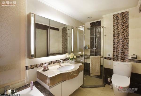 主卧室的洗手台以局部弧形的造型设计