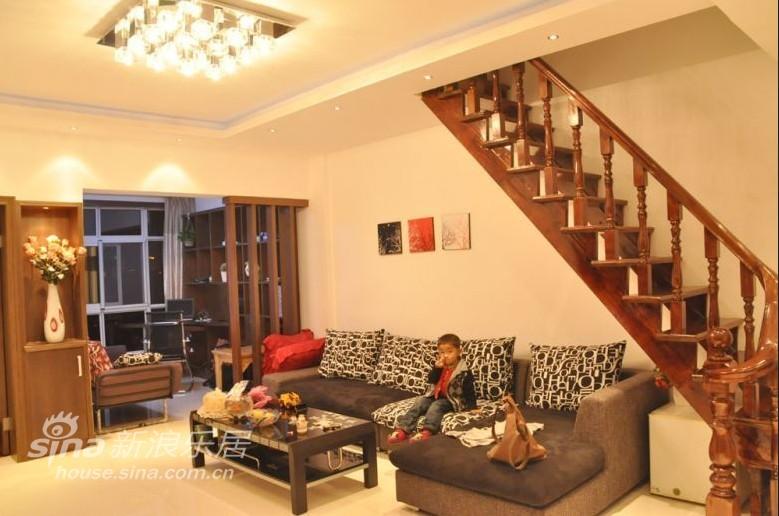 欧式 别墅 客厅图片来自用户2772856065在三层小洋楼67的分享