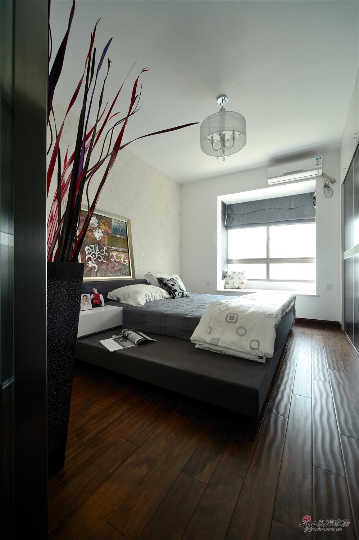 简约 四居 卧室图片来自用户2737759857在山语城(172平米)现代简约设计案例19的分享