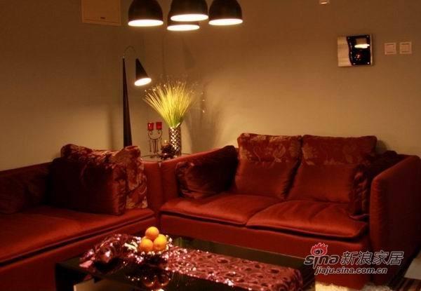 客厅里火红的沙发