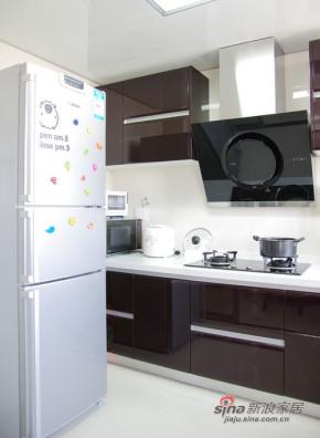 简约 三居 厨房 高富帅图片来自用户2557010253在10万打造都市小两口三居室简约豪宅99的分享
