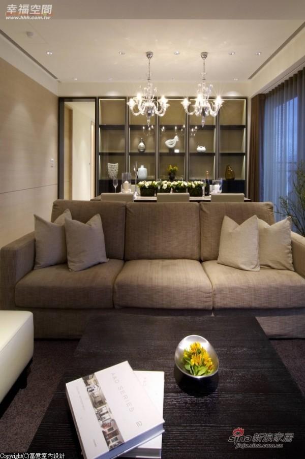 客厅和餐厅中间摆设造型立灯
