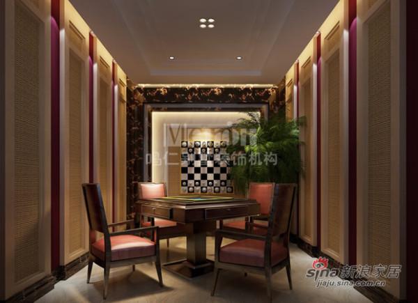 房间尽头的背景墙上挂着放大版的国际象棋,
