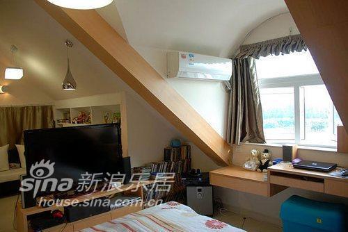 简约 三居 客厅图片来自用户2739153147在20平斜顶阁楼也能变身舒适小窝23的分享